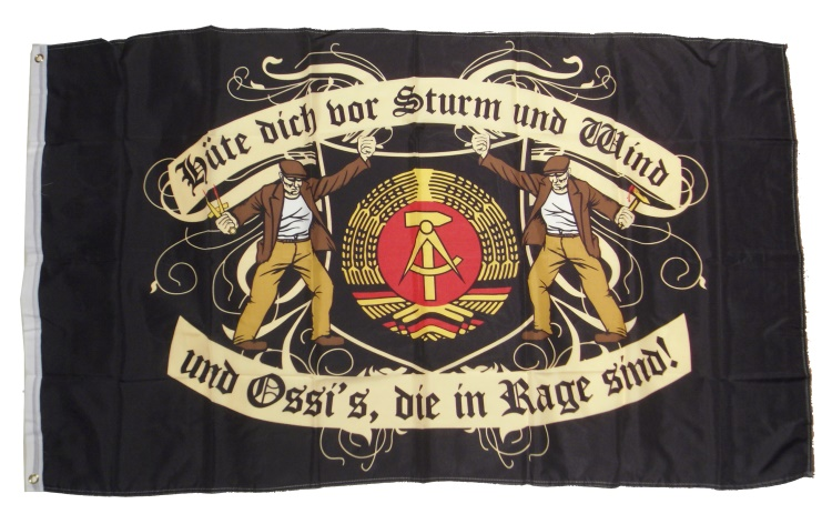 Fahne Ossis in Rage mit DDR Wappen